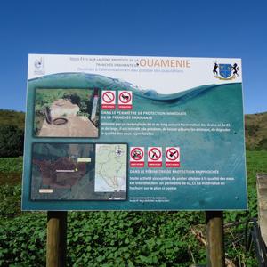 Panneaux PPE installés sur les zones protégées afin d'avertir le public